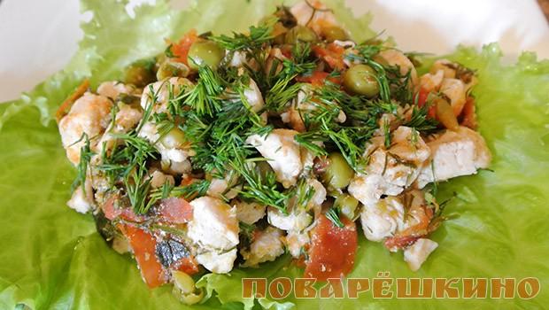 Гуляш из курицы с овощами и зеленью