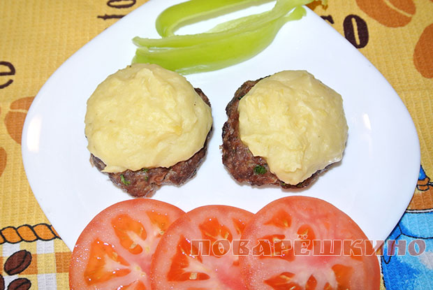 Котлеты, запеченные с картофельным пюре