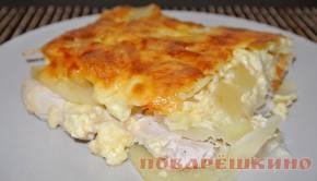 Курица, запеченная с ананасами, картошкой и сыром