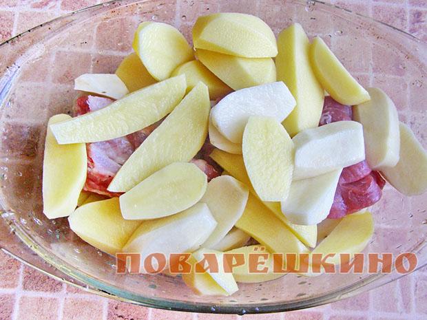 Свиные ребрышки тушеные с картошкой