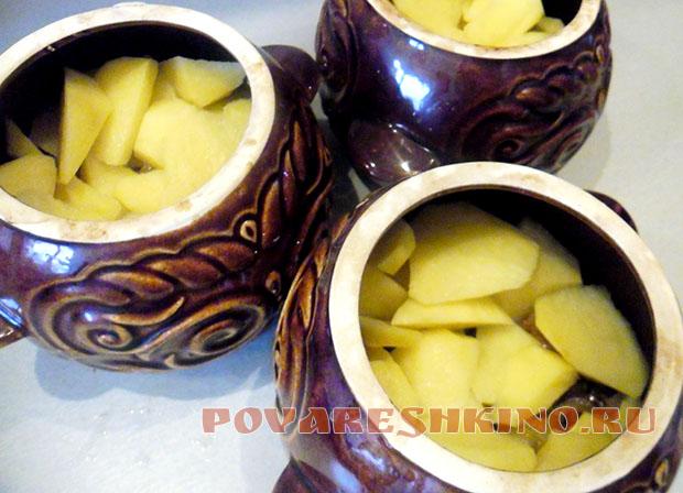 Картофель с квашеной капустой в горшочках