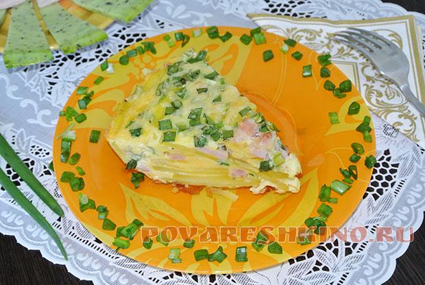 Картофельная фриттата с ветчиной и зеленым луком