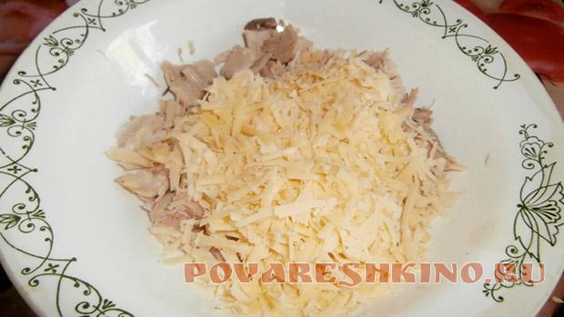 Пирог с курицей, грибами и сыром в мультиварке