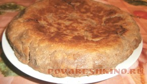 Ржаной пирог с курицей, грибами и сыром в мультиварке