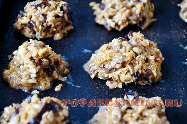 Овсяное печенье с черносливом и орехами