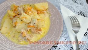 Картошка с мясом тушеная в сметане