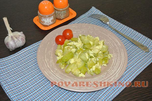 Гарнир из кабачка: Кабачок тушеный с яйцом и чесноком