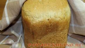 Хлеб с чесноком и зеленью в хлебопечке