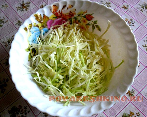 Праздничный салат с картошкой фри и селедкой