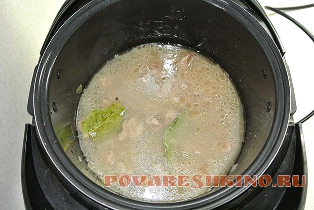 Говядина в луковом соусе в мультиварке