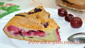Ленивый пирог с замороженными ягодами
