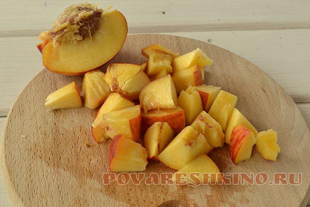 Омлет с персиком и сливочным сыром