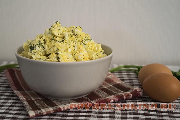 Салат из яиц и плавленых сырков за 5 минут