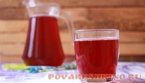Компот с персиками и вишней в мультиварке