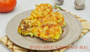 Куриные голени Объедение под чесночным соусом с помидорами и сыром