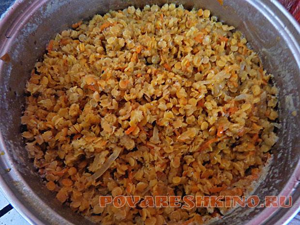 Каша из красной чечевицы с морковью и луком
