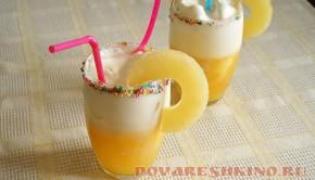Простой коктейль из мороженого и сока для детей