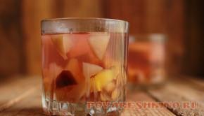 Компот из персиков (кураги) и слив