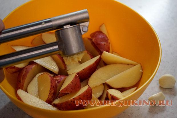 Запеченные ломтики картофеля